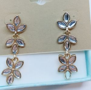 Jewelry - 🆕 Floral Goes W Everything Earrings